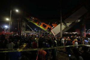 مقتل 13 شخصا جراء انهيار جسر بالتزامن مع مرور قطار فوقه في العاصمة المكسيكية