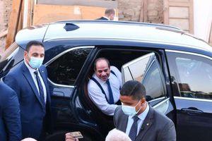 الرئيس يتبادل التحية والحديث مع المواطنيين وأبنائهم في منطقة الرويسات بشرم الشيخ