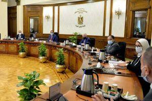رئيس الوزراء يتابع الموقف التنفيذي لتطوير منظومة التغذية المدرسية