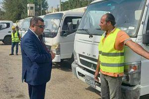 رئيس مدينة بني سويف يختبر معدات وسيارات الوحدة باستدعاء مفاجئ