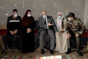 محافظ بني سويف يعزى في وفاةالشهيد محمود حنفى بقرية الزاوية الخضراء