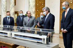 الرئيس خلال الاتفاق على تنفيذ  القطار السريع