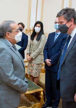 """""""وزير الدولة للإنتاج الحربي"""" يبحث مع""""السفير البلجيكى"""" أوجه تعزيز التعاون المشترك"""
