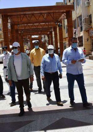 محافظ أسوان يتفقد الشوارع والسوق السياحي