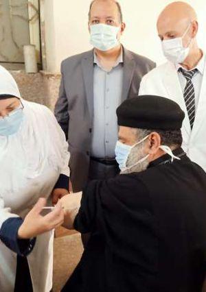 تطعيم المسلمين والأقباط بلقاح كورونا في كنيسة السيدة العذراء بأبو حماد