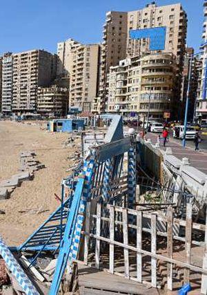 شواطئ مغلقة و كورنيش فارغ بيوم شم النسيم بالاسكندرية
