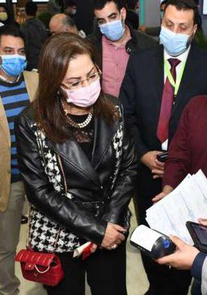 وزيرة التخطيط تتفقد جناح الوزارة بمعرض القاهرة الدولي للاتصالات