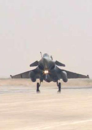 الحكومتان المصرية والفرنسية توقعان عقد توريد 30 طائرة طراز رافال