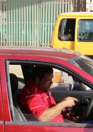 حملات مروريه لعودة الانضباط للشارع المحلاوي وغرامات فوريه لعدم وجود الملصق