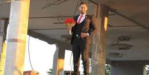 على أنقاض منزله المدمر.. شاب فلسطيني يحتفل بزفافه بعد القصف الإسرائيلي