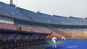 """صور.. تعقيم """"استاد القاهرة"""" قبل مباراة الأهلي والزمالك (صور)"""