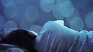 رزق وزواج أم مال حرام.. تفسير رؤية الجنازة في المنام
