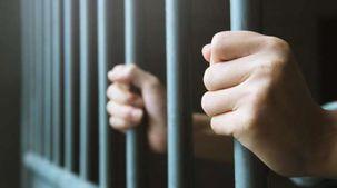 لسبب غريب.. السجن 15 عاما لأمريكي أطلق النار على مروحية للشرطة