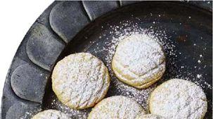 كيف نتناول كعك العيد بدون زيادة في الوزن؟.. خبير تغذية يجيب
