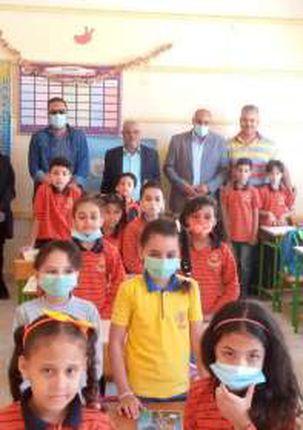 التلاميذ يلتزمون بارتداء الكمامات داخل الفصول لمواجهة كورونا