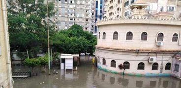 غرق مدخل مستشفي أطفال الرمل فى الإسكندرية بسبب الامطار الغزيرة