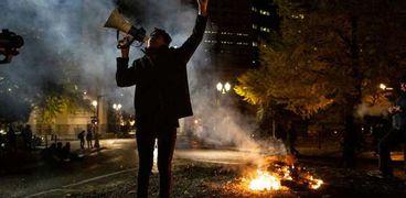 أعمال عنف تجتاح الولايات المتحدة أثناء فرز الأصوات