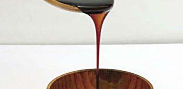 رواج العسل الأسود بعد ارتفاع أسعار السكر