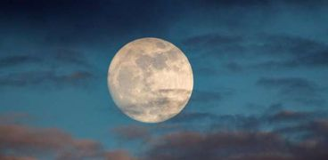 يحدث خلال ساعات.. عبير فؤاد تحذر من تأثير القمر المكتمل على الأبراج