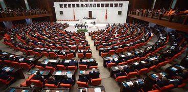 الزيادة الطفيفة بالحد الأدنى للأجور التي أقرها البرلمان التركي أغضبت الأتراك