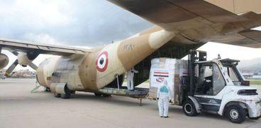 تفريغ المساعدات المصرية للبنان