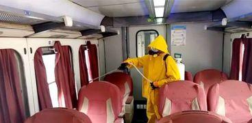 مواصلة عمليات تطهير وتعقيم القطارات قبل إنطلاق الرحلات لمواجهة كورونا