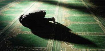 شخص يصلي - أرشيفية