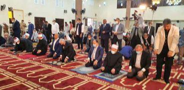 وزير الاوقاف يؤدي صلاة الجمعة في سيناء