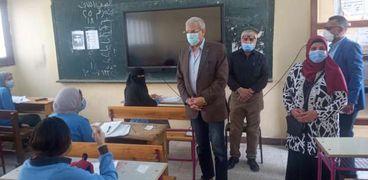 مدير تعليم الإسماعيلية يتفقد امتحانات النقل