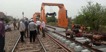 أعمال الصيانة في خط قطار بنها