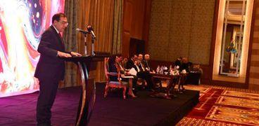 المهندس طارق الملا وزير البترول والثروة المعدنية خلال إلقاء كلمته