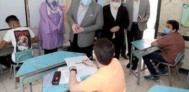 محافظ بني سويف يتفقد امتحانات الشهادة الاعدادية