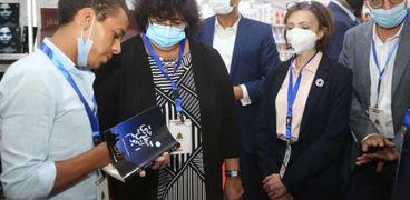 وزيرة الثقافة خلال افتتاح معرض الإسكندرية للكتاب اليوم