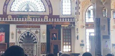 وزير الأوقاف يؤدي صلاة الجمعة من مسجد الميناء الكبير بالغردقة