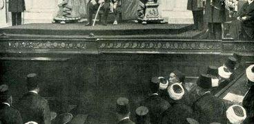 الملك فؤاد الأول يلقي خطبة العرش داخل البرلمان