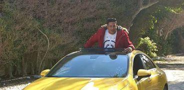 حمو بيكا من داخل سيارته