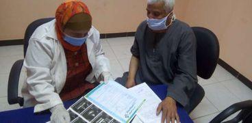 الكشف والعلاج لـ1178 مواطنا في قافلةطبية مجانية ببني سويف
