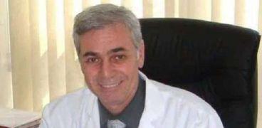 د.أحمد السيد رئيس وحدة أبحاث الجينوم بمستشفي أورام الأطفال 57357