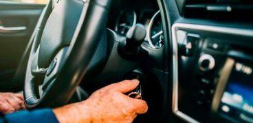عادة شائعة تتسبب في إتلاف سيارتك