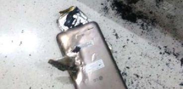 الهاتف انفجر في يد الطفلة أستخدام الألعاب الإلكترونية