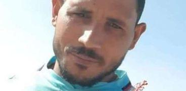 أسرة ضحية مركب الغرق من الفيوم يتسلمون جثمانه من مطار برج العرب اليوم