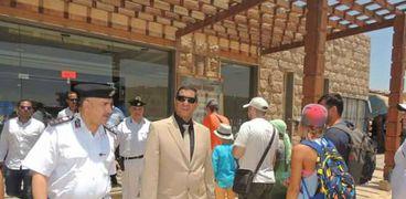 مدير الأمن خلال تفقده لمعبد الكرنك