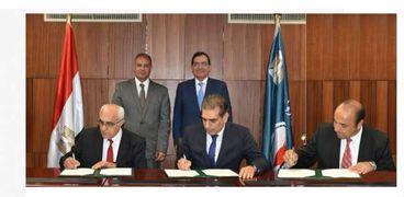 وزير البترول يشهد توقيع الاتفاقيات