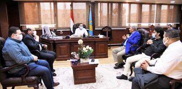 بالصور :محافظ الغربية يعقد اجتماعاً مع نواب المحلة لتنسيق الجهود