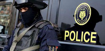 عناصر من الشرطة