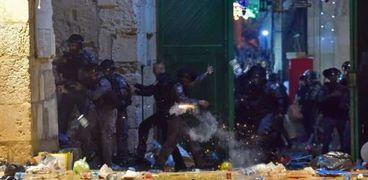 جانب من صد أهالي القدس لاعتداءات الكيان الصهيوني