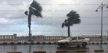 الرياح والأمطار وموجة سابقة من الطقس السئ