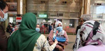السكة الحديد توزع الورود على الامهات بمحطة مصر برمسيس بمناسبة عيد الأم