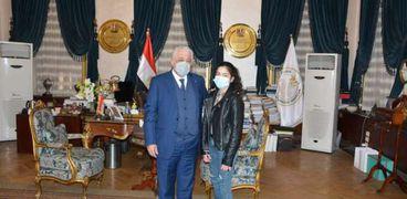 الدكتور طارق شوقي وزير التربية والتعليم أثناء تكريم هالة