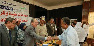 محافظ كفرالشيخ يمنح جوائز مالية للفائزين بمسابقة الإذاعة المصرية